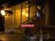 Ο άστεγος που στόλισε το «σπίτι» του στο Μικρολίμανο – Newsbeast